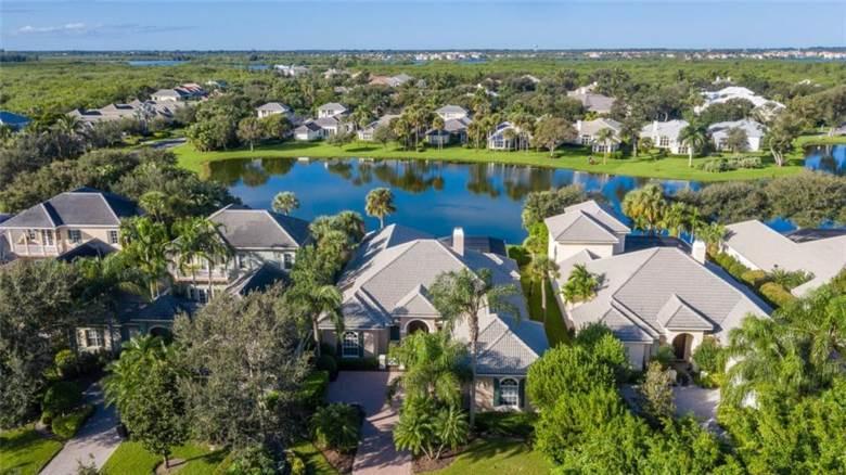 210 Lakeview Way, Vero Beach, FL 32963