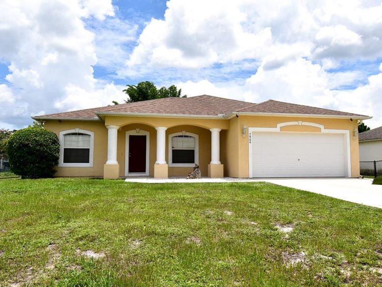 7966 102nd Avenue, Vero Beach, FL 32967