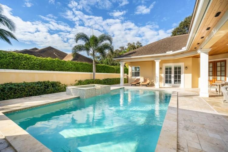14 W Sea Colony Drive, Vero Beach, FL 32963