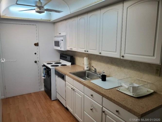 18051 Biscayne Blvd  #802, Aventura, FL 33160