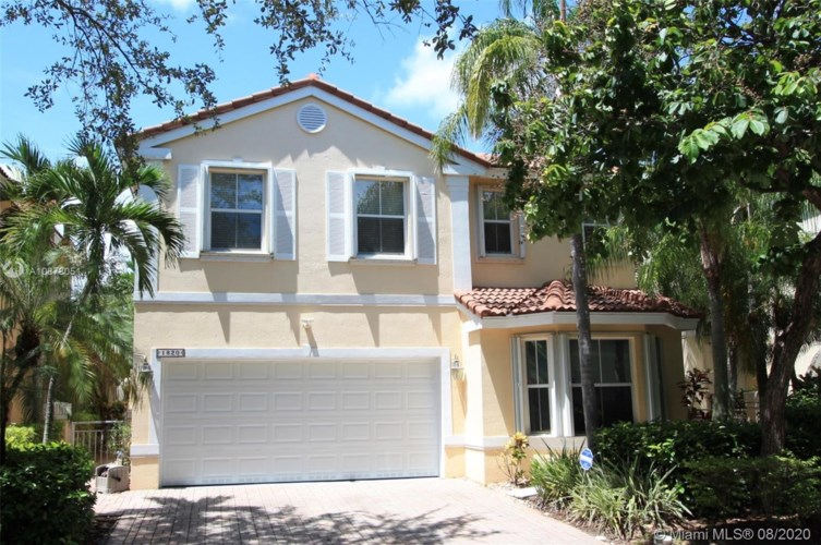 1820 Sweetbay Way, Hollywood, FL 33019