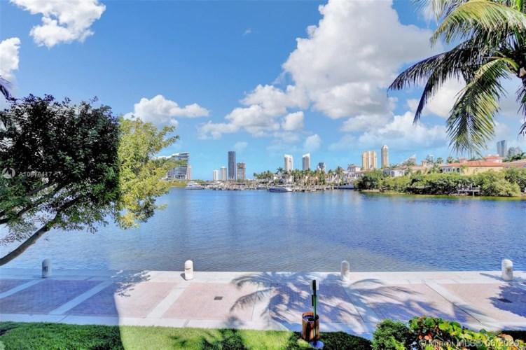 7000 Island Blvd  #101, Aventura, FL 33160