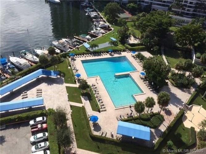 2500 Parkview Dr  #811, Hallandale Beach, FL 33009