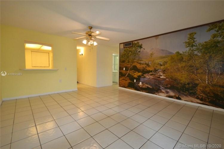 8701 SW 12th St  #6, Miami, FL 33174