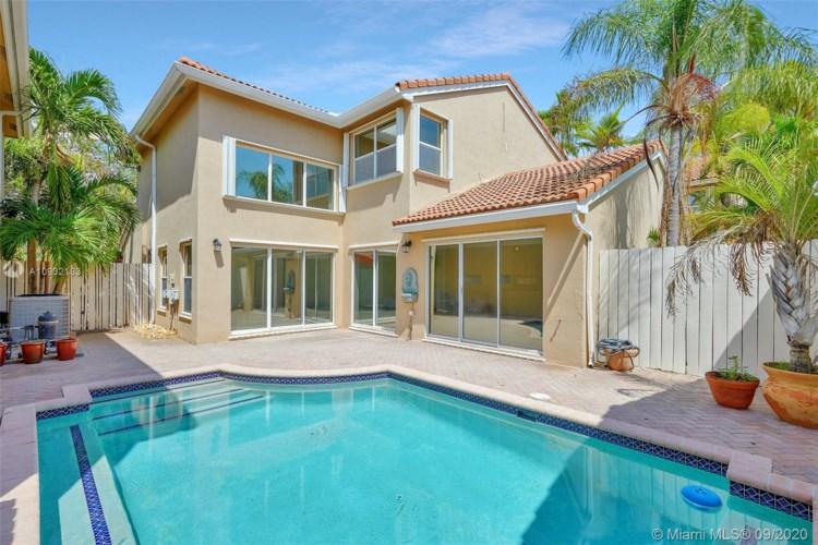 1030 Scarlet Oak St, Hollywood, FL 33019