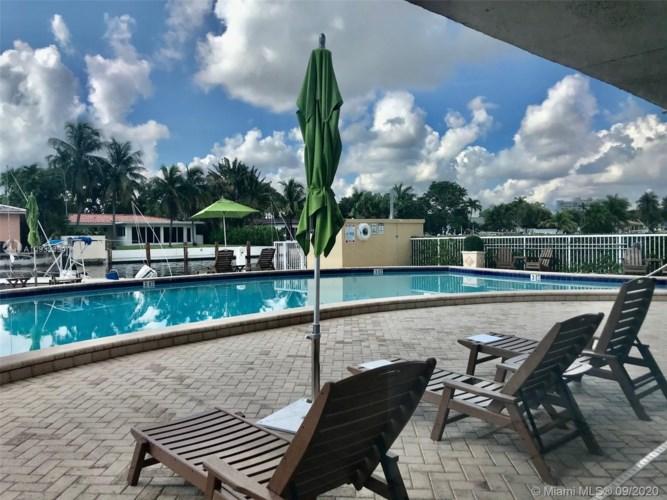 2020 NE 135th St  #911, North Miami, FL 33181