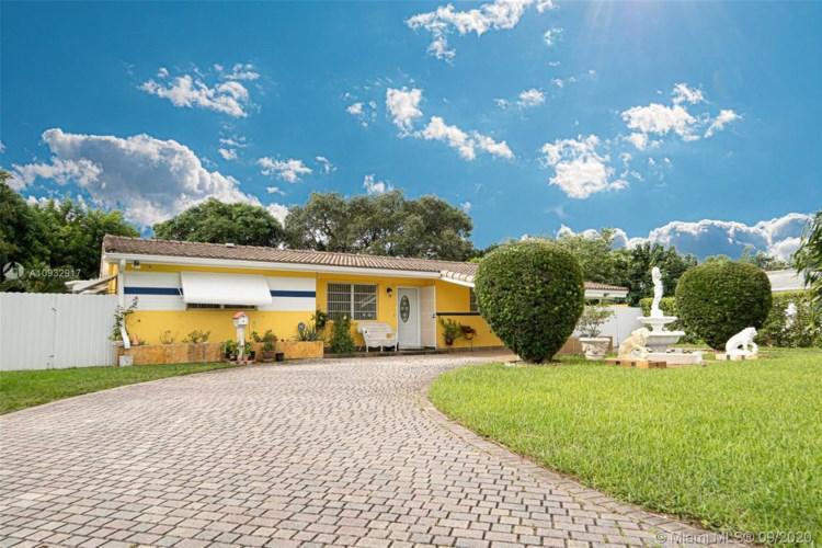 70 NE 165th St, Miami, FL 33162