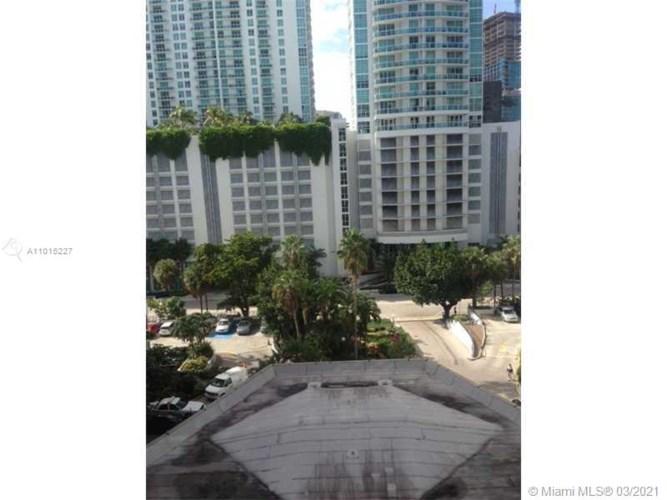 905 Brickell Bay Dr  #823, Miami, FL 33131