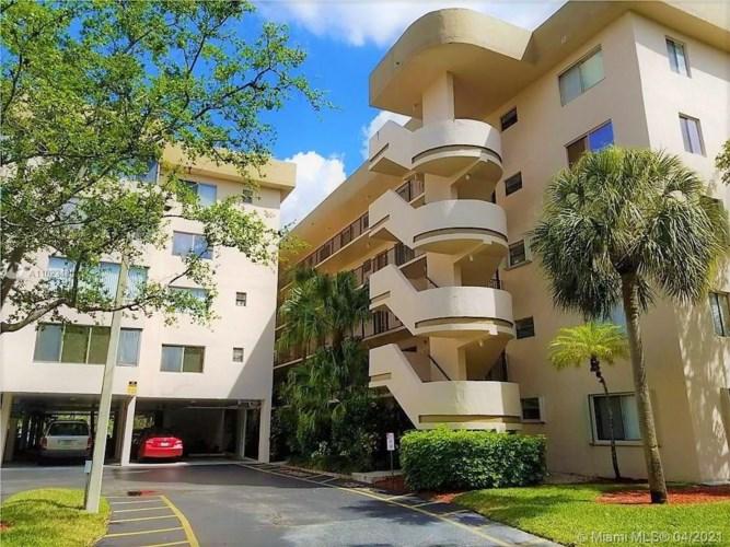 8040 Hampton Blvd  #202, North Lauderdale, FL 33068