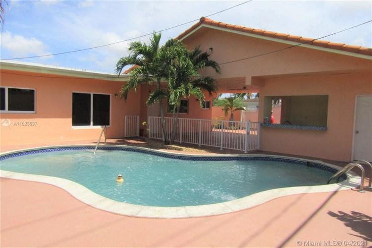 696 E 50th St, Hialeah, FL 33013