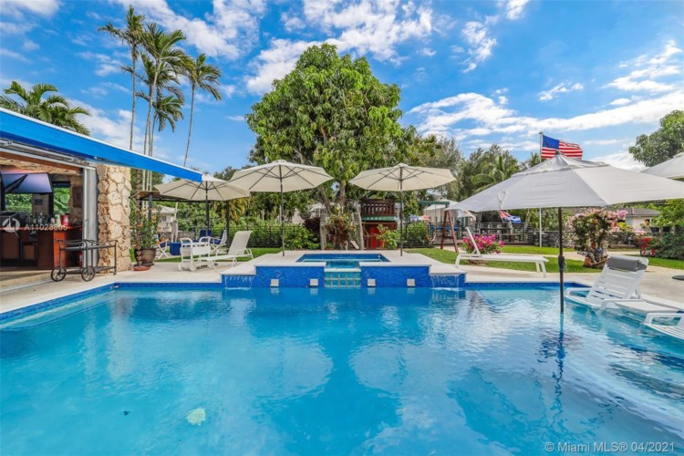 1050 Alfonso Ave, Coral Gables, FL 33146
