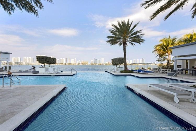 17111 Biscayne Blvd  #308, North Miami Beach, FL 33160