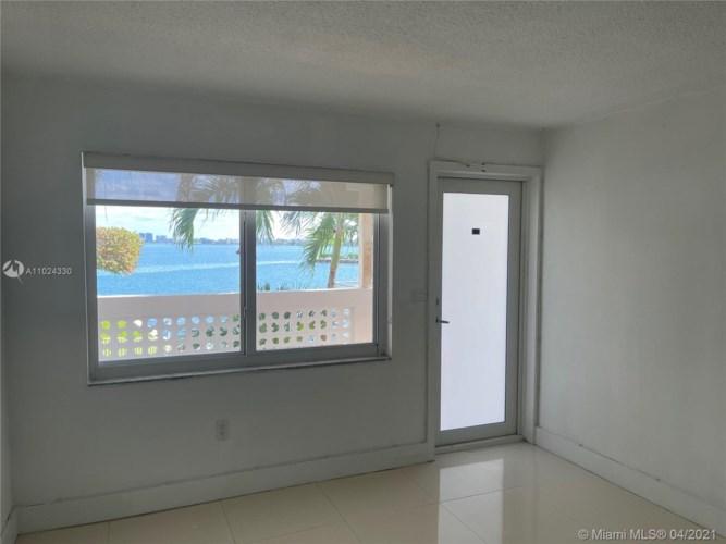 7905 East Dr  #15 B, North Bay Village, FL 33141