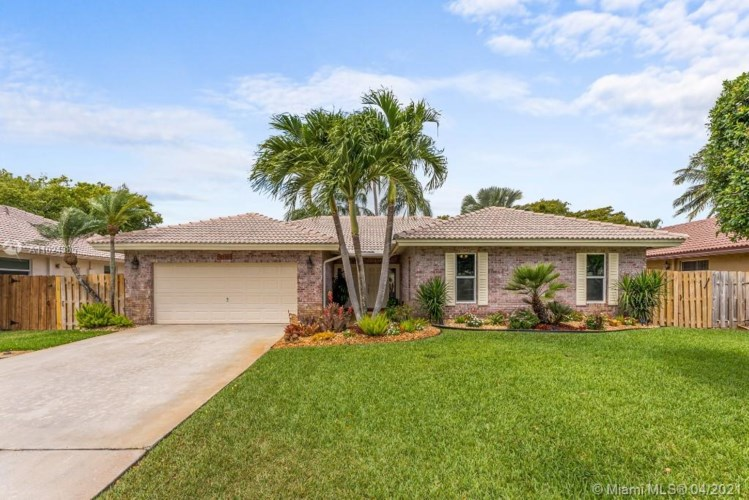 4310 NW 70th Ln, Coral Springs, FL 33065