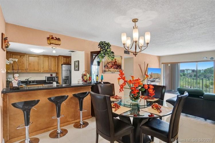9170 Fontainebleau Blvd  #401, Miami, FL 33172