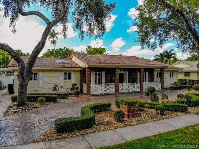 16140 Aberdeen Way, Miami Lakes, FL 33014