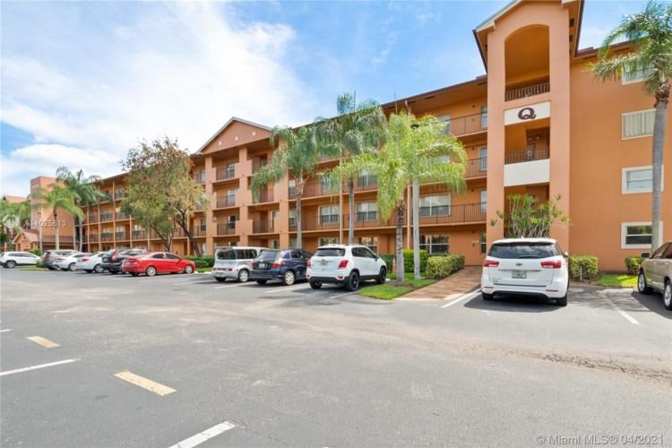 601 SW 142nd Ave  #215Q, Pembroke Pines, FL 33027