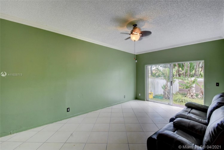 10261 NW 7th St, Coral Springs, FL 33071