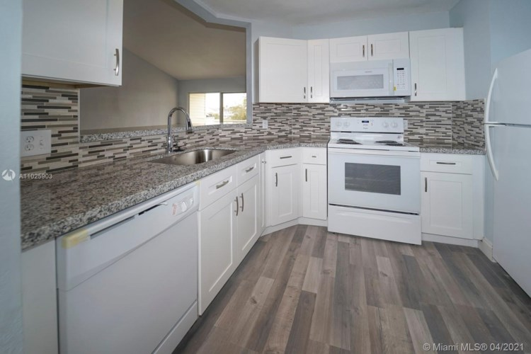 3477 NW 44th St  #205, Oakland Park, FL 33309