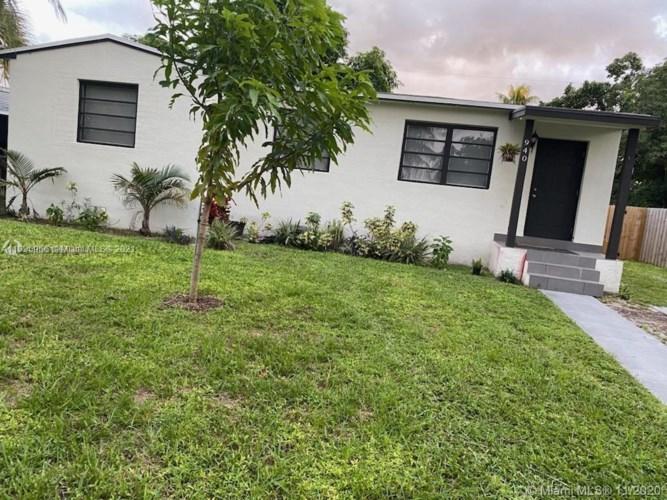 940 NE 155th St, North Miami Beach, FL 33162