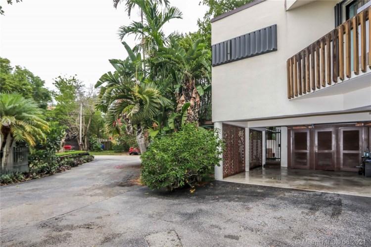 2578 Lincoln Ave, Miami, FL 33133