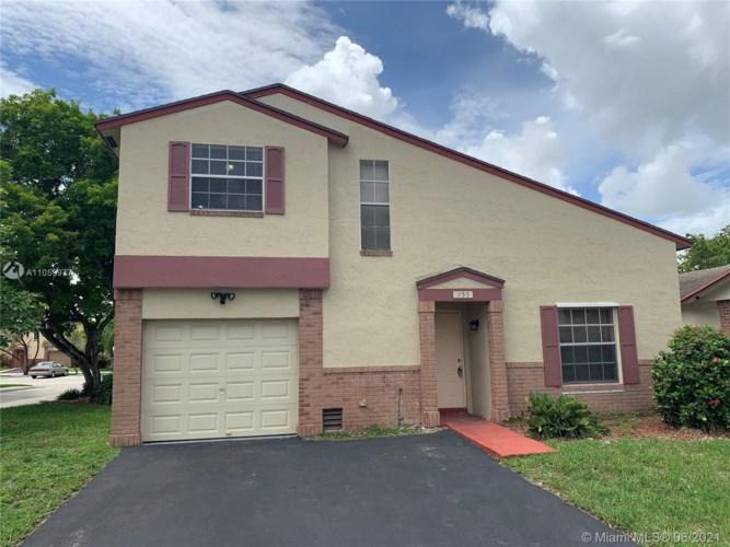 755 Cumberland Ter, Davie, FL 33325
