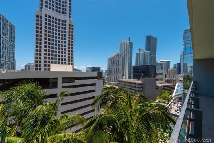 68 SE 6th St  #1003, Miami, FL 33131