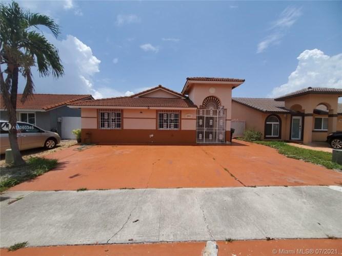 8804 NW 110th St, Hialeah Gardens, FL 33018