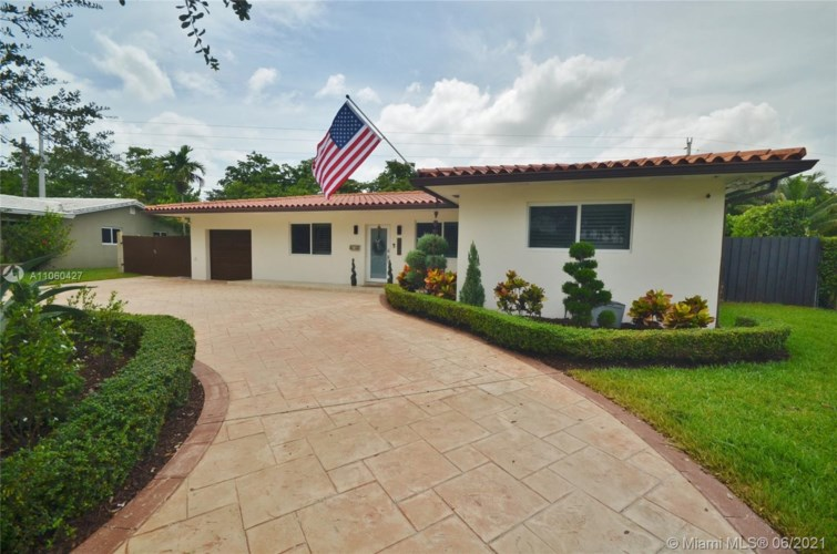 6772 Parkinsonia Dr, Miami Lakes, FL 33014