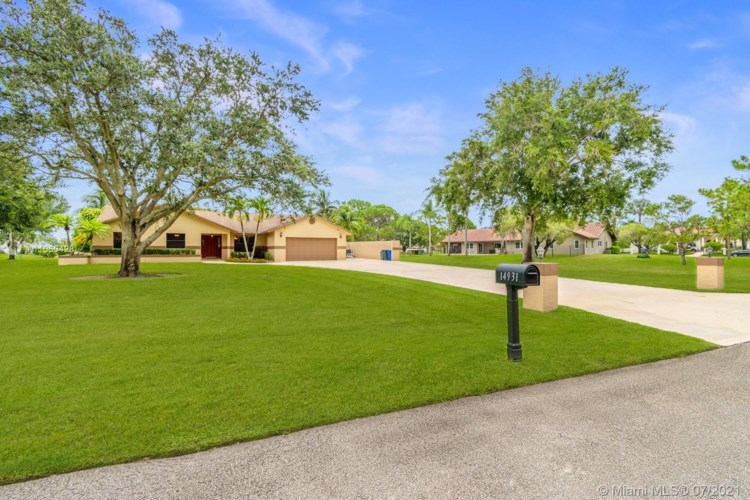 14931 Foxheath Dr, Southwest Ranches, FL 33331
