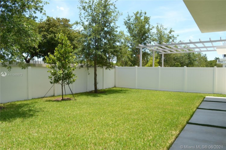 3375 NW 82nd Ct, Doral, FL 33122