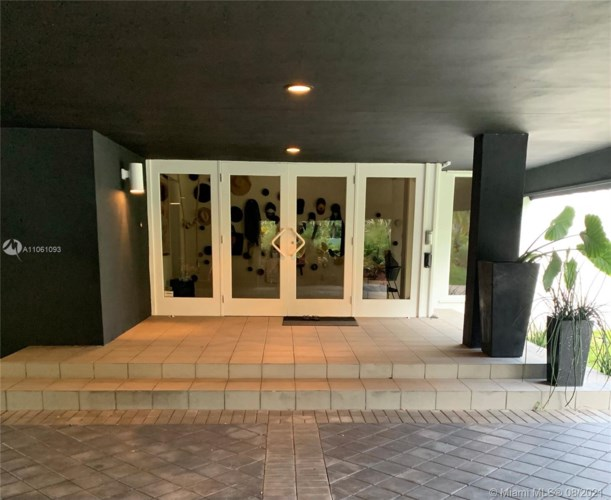 12405 SW 64th Ave, Pinecrest, FL 33156