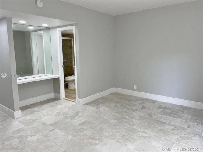 100 Edgewater Dr  #135, Coral Gables, FL 33133