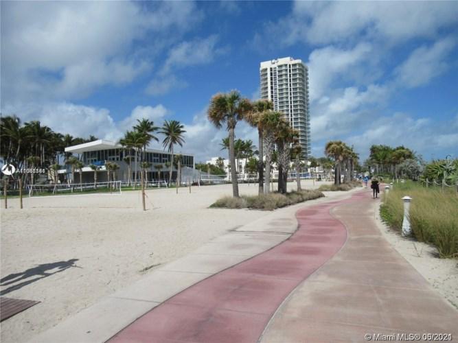 7135 Collins Ave  #1811, Miami Beach, FL 33141