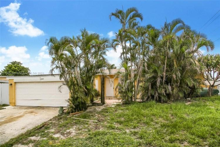 1425 Hillcrest Dr, Lake Worth, FL 33461