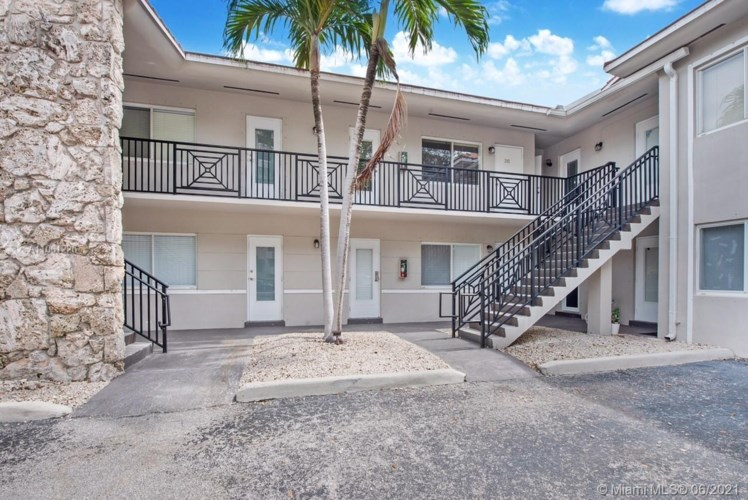 81 Edgewater Dr  #203, Coral Gables, FL 33133