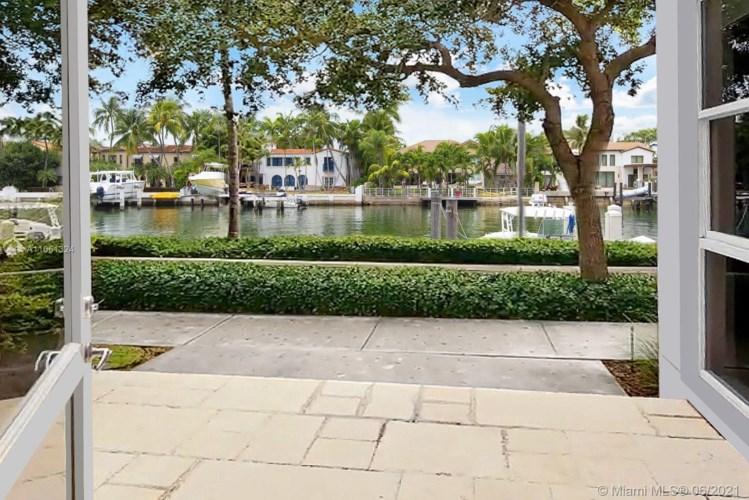 6101 W Laguna Dr W  #4, Miami Beach, FL 33141