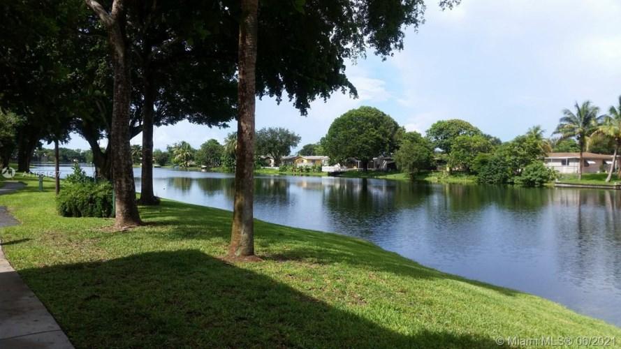 1701 NW 96th Ter  #1D, Pembroke Pines, FL 33024