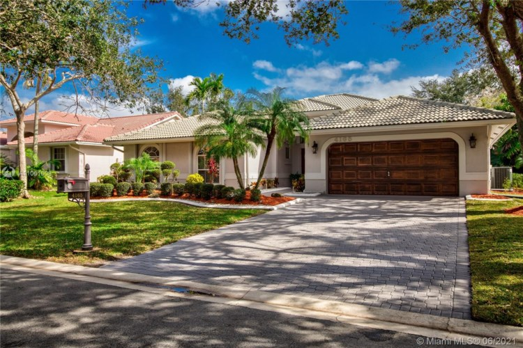 4165 NW 65th Ave, Coral Springs, FL 33067