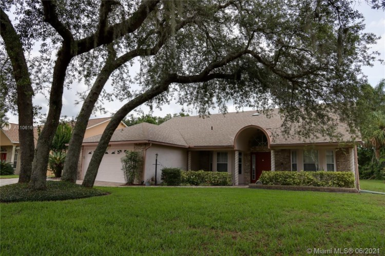 745 W Pinewood Ct, Other City - In The State Of Florida, FL 32746