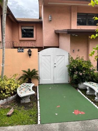 9904 NW 80th Way  #2146, Hialeah Gardens, FL 33016
