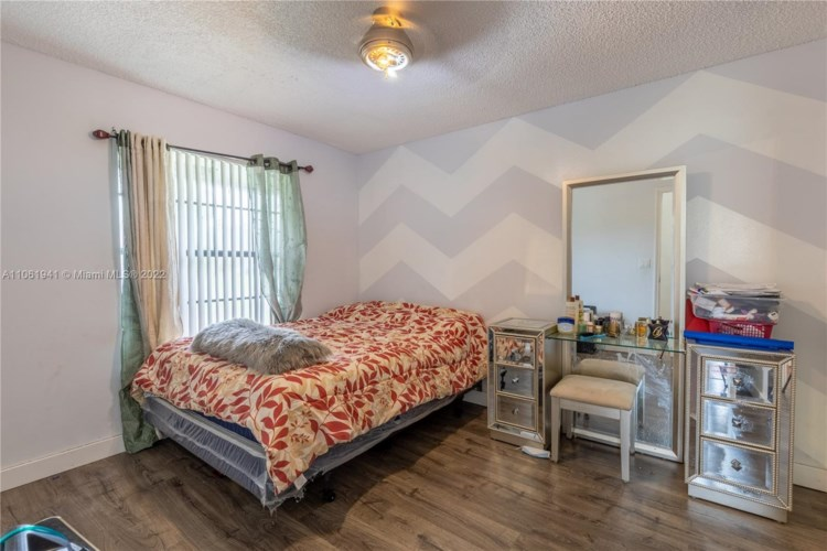8922 NW 50th Ct, Coral Springs, FL 33067