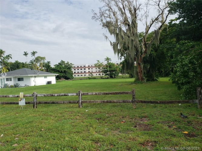 961 Biscayne River Dr., Miami, FL 33169