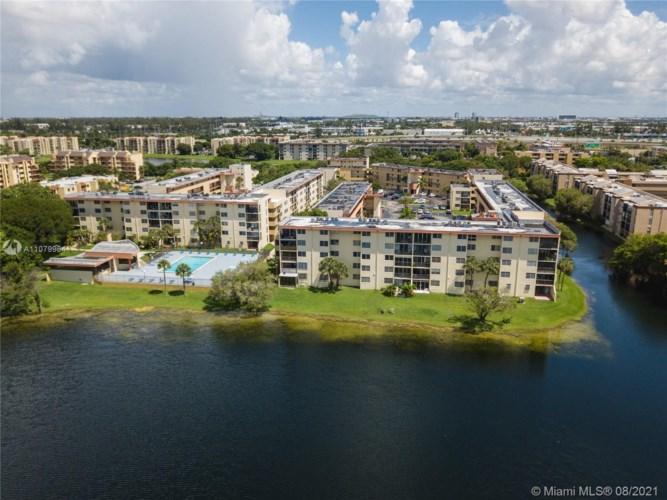 8895 Fontainebleau Blvd  #110, Miami, FL 33172