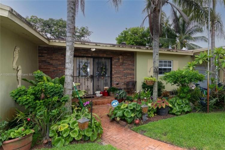 1430 NW 180th Ter, Miami Gardens, FL 33169