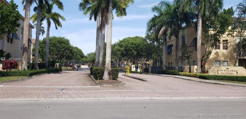 120 Jacaranda Country Club Dr  #101, Plantation, FL 33324