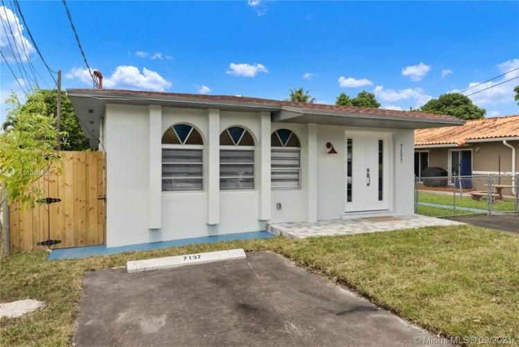 7135 SW 22nd St  #1, Miami, FL 33155
