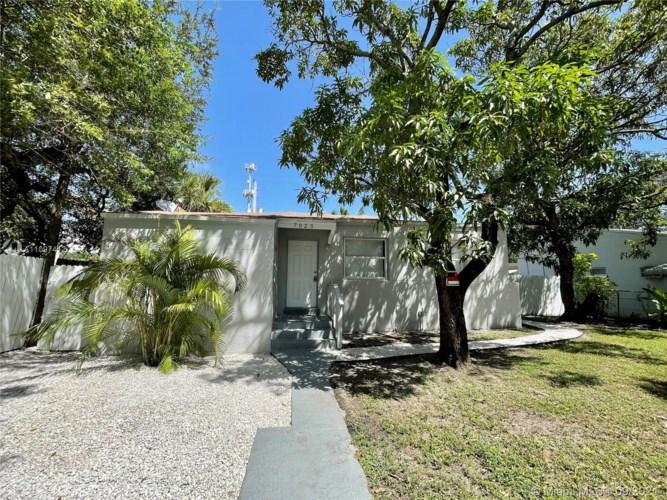 7025 NW 5th Ave, Miami, FL 33150