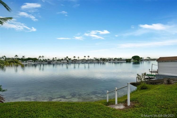 217 W Lake Dr, Pembroke Park, FL 33009