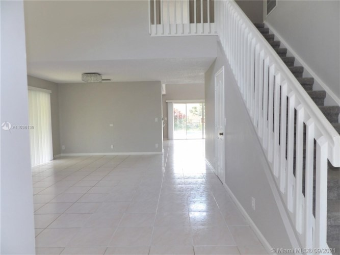 10004 NW 57th Pl, Coral Springs, FL 33076